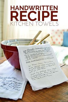 DIY Handwritten Recipe Kitchen Towels - Mad In Crafts Upcycle Hot Pads, Craft Gifts, Diy Gifts, Food Gifts, Unique Gifts, Design Page, Dish Towels, Diy Tea Towels, Hand Towels