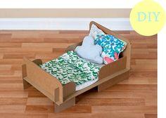 Casa de Retalhos: Caminha de bonecas {DIY cardboard bed}