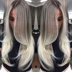 Esfumado perfeito de raiz, franja levemente iluminado, pontas bem preenchidas.Cabelo maravilhoso que fiz hoje junto com minha equipe. #vincenzodifrancohair #hospitaldasloiras #mechas #luzes #loiras #cabeloslongos #loiros #cabelosloiros #loirolindo #loiroperfeito #platinado #blonde #babyblonde #blondhair #