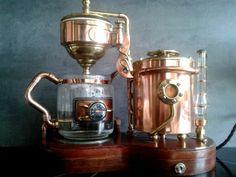 """""""Percolavapeur"""". Création steampunk en cuivre. A steampunk coffe maker. Cuivre, copper, cobre, rame, Kupfer."""
