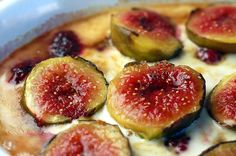 Raspberry and Fig Gratin This recipe is fantastic and simple! I used creme fraiche and substituted raspberries for blackberries. I suggest doubling the recipe as this is only 2 servings. How To Double A Recipe, Fig Tree, Creme Fraiche, Blackberries, Puddings, Fruit, Simple, Cake, Desserts