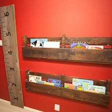 Traditional Kids Playroom Design, Pictures, Remodel, Decor and Ideas - page ruler Rustic Bookshelf, Pallet Shelves, Book Shelves, Wooden Shelves, Boys Room Design, Playroom Design, Playroom Ideas, Nursery Ideas, Bookshelves Kids