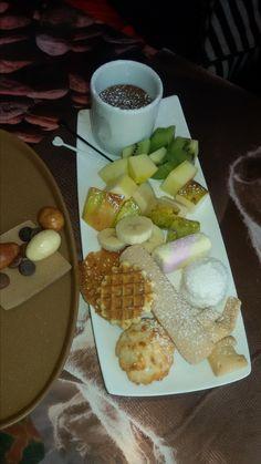 Chocoladefondue Dairy, Cheese, School, Desserts, Food, Tailgate Desserts, Deserts, Meals, Dessert