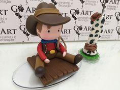 Topo de Bolo Fazendinha + Vela Polymer Clay Figures, Polymer Clay Dolls, Fondant Baby, Fondant Cakes, Taquero, Farm Animal Party, Festa Toy Story, Rolling Fondant, Cute Clay