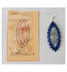 Bobbin Lace Patterns, Crochet Needles, Lacemaking, Lace Heart, Lace Jewelry, Needle Lace, Jewelry Patterns, Wool Yarn, Lace Detail