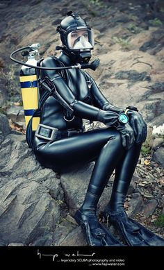 I want to learn how to dive and west this 🔥🌊❤️️ Swimming Diving, Scuba Diving, Deep Diving, Scuba Girl, Diving Suit, Womens Wetsuit, Heavy Rubber, Biker Girl, Plein Air