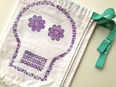 looks too difficult for me but I like it.  Dia de los Muertos Skull Banner by Maker Mama, via Flickr