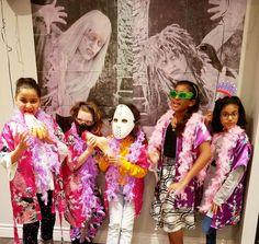 Halloween themed kids spa birthday party 👸💅 Girls just wanna have fun! Spa Birthday Parties, Spa Party, Kids Spa, Spa Services, Goodie Bags, Halloween Themes, Tween, Photo Booth, Harajuku