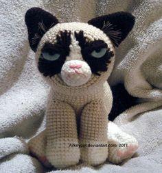****Inspiration**** Grumpy Cat Crochet by ~arknypot on deviantART Crochet Amigurumi, Amigurumi Patterns, Crochet Dolls, Crochet Patterns, Cat Amigurumi, Grumpy Cat, Cute Crochet, Knit Crochet, Crochet Cats