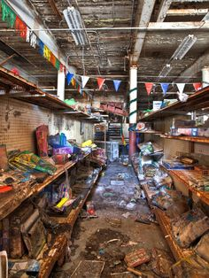 Abandoned Places – The 'Toy Loft' Store, Arcade, Golf Course and Laser Tag Arena – Abandoned Playgrounds