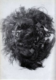 In Scandinavië people dug for pite for centuries, it is still done in some places be it on a very small scale. During this pitedigging several bodies were discovered, especially in Denmark. Viking Woman, Viking Age, Bog Body, Hair Tape, Iron Age, Plaits, Her Hair, Hair Makeup