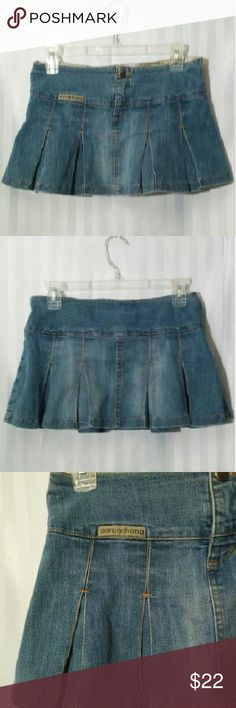 Aaron Chang VINTAGE ADORABLE pleated mini skirt Aaron Chang VINTAGE pleated jean mini skirt sz 3 pre owned no stains or rips. REALLY ADORABLE!!! aaron chang Skirts Mini