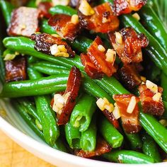 Garlic and Bacon Green Beans Keto Side Dishes, Veggie Dishes, Side Dish Recipes, Food Dishes, Fruit Dishes, Green Beans With Bacon, Garlic Green Beans, Healthy Recipes, Vegetable Recipes