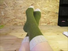 Tuto chaussettes tricot facile (modèle complet) - YouTube Velvet Socks, Mauve, Couture, Sewing, Knitting, Pattern, Handmade, Stuff To Buy, Women