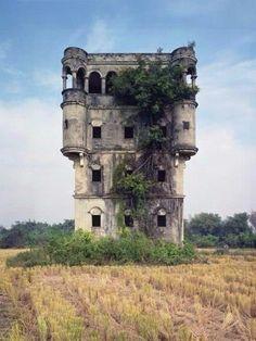 Красота заброшенных замков.