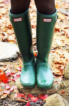 Classy Girls Wear Pearls: Dress Fur the Season Green Hunter Boots, Hunter Boots Outfit, Hunter Rain Boots, Green Rain Boots, Snow Boots, Filofax, Jack Wills Dresses, Ugg Boots Cheap, Shoes