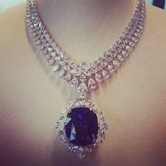 Stunning Diamond and Sapphire Necklace by . Blue Sapphire Necklace, Diamond Pendant Necklace, Diamond Necklaces, Pretty Necklaces, Beautiful Necklaces, Jewelry Accessories, Fine Jewelry, Family Jewels, Emeralds