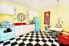 Veja ideias inspiradoras para planejar a decoração de cozinha retrô ou vintage. Resgate os móveis, eletrodomésticos e utensílios da casa da vovô.