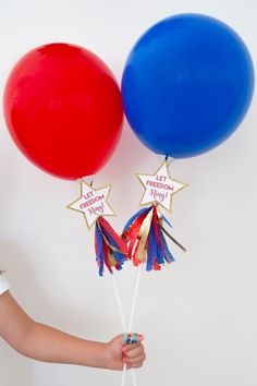 Let Freedom Ring of July Party Favors - DIY party favors - patriotic DIY - make your own balloon wands - of July party Patriotic Sugar Cookies, Patriotic Desserts, 4th Of July Desserts, Patriotic Party, 4th Of July Celebration, 4th Of July Party, Fourth Of July, 4th Of July Decorations, Festival Decorations