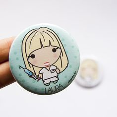Regalo personalizado para enfermeras http://accesoriosriterite.blogspot.com.es/2015/10/chapas-y-taza-personalizada-para-una.html