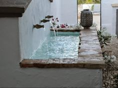 Cortijo El Guarda: sun, field and silence Small Backyard Pools, Backyard Landscaping, Outdoor Living, Outdoor Spaces, Outdoor Decor, House Outside Design, Japanese Style House, Casa Patio, Backyard Playground