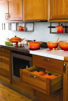 El clásico naranja volcánico siempre hará lucir una cocina espectacular