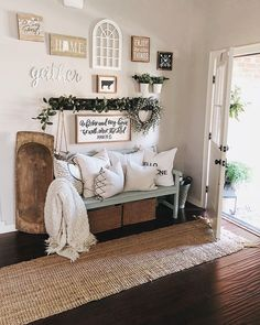 30 Stunning Rustic Farmhouse Entryway Decor and Design Ideas Decor, Rustic Farmhouse Entryway, Farm House Living Room, Rustic House, Farmhouse Living, Inviting Home, Entryway Decor, Home Decor, Room Decor