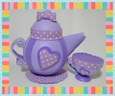 Bule e xícara em eva para decoração de chás e eventos. R$ 35,00