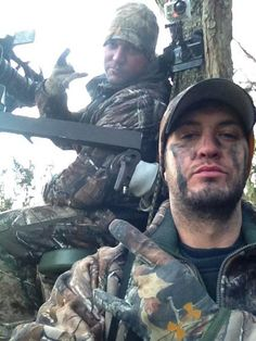 LUKE BRYAN IS IN MY HOME STATE    HUNTING    IM IN IOWA RIGHT NOW    WHAT IS MY LIFE    OMG.