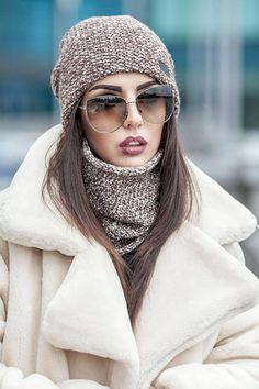 Crochet Sun Hat Pattern Raffia Newsboy Hat Pattern Free Minion Hat Crochet Pattern By Jennifer Fashion Hats Knitwear Fashion, Knit Fashion, Look Fashion, Winter Fashion, Fashion Outfits, Fashion Hats, Estilo Beatnik, Stylish Outfits, Winter Outfits