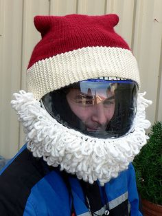 Teresa points us to Salihan of A Simple Abundant Life who made a knitted Santa motorcycle helmet for her brother-in-law, James. Motorcycle Humor, Custom Motorcycle Helmets, Motorcycle Types, Motorcycle Gifts, Custom Helmets, Crochet Santa Hat, Crochet Hats, Crochet Christmas, Christmas Knitting