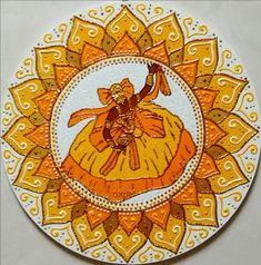 Mandala Oxum em MDF 30cm. Significado: Oxum é um orixá feminino das águas doces, dos rios e cachoeiras, da riqueza, do amor, da prosperidade e da beleza, cultuada no candomblé e umbanda. Através de mamãe Oxum, os fiéis buscam auxílio para a solução de problemas no amor, uma vez que ela é a...