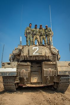 Merkava Mk IV Military Photos, Military History, Tank Armor, Military Armor, Model Tanks, Armored Fighting Vehicle, Military Diorama, Battle Tank, Armored Vehicles