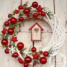 Excellent Images Christmas wreaths 2019 Style Were you aware an individual could make your own Christmas time wreath? Christmas wreaths add a lot Diy Christmas Ornaments, Homemade Christmas, Christmas Projects, Simple Christmas, Rustic Christmas, Christmas Holidays, Christmas Crafts, Christmas Music, Dollar Store Christmas