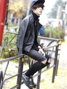 中村涼太さんのライダースジャケット「古着 」を使ったコーディネート Kpop Fashion, All Fashion, Work Fashion, Korean Fashion, Mens Fashion, Witch Fashion, Character Poses, Young Fashion, Hot Boys