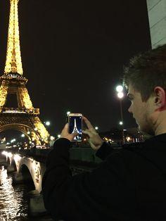 taking photos of taking photos of the Eiffel Tower