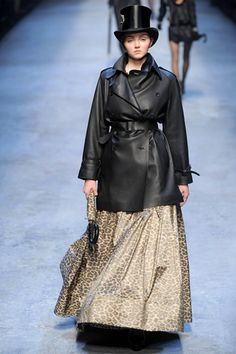 Hermès Fall 2010 Ready-to-Wear Collection Slideshow on Style.com