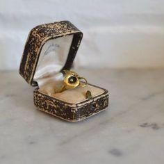 Vintage 1970s pretty brass dimensional flower ring. ------- M E A S U R E M E N T S -------  ring size 6.5 US maker/markings: n/a condition: excellent  ➸ visit the shop www.DearGoldenVin...  ➸ to shop more vintage jewelry http://www.etsy.com/...  _____________________  ➸ blog | www.deargolden.com ➸ twitter | deargolden ➸ facebook.com | deargolden
