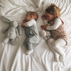 Pin by erin eversole on kiddos So Cute Baby, Cute Kids, Cute Babies, Little Babies, Baby Kids, Baby Boy, Kind Photo, Sibling Photography, Foto Baby
