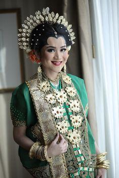 Perpaduan pernikahan adat Makassar dan Palembang ternyata cantik sekali ya brides! Yuk kita baca.