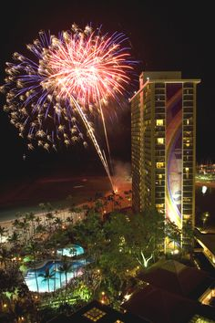 The weekly Friday night fireworks over Waikiki Beach became tradition in 1988. #fireworks #hawaii #BeachThursday