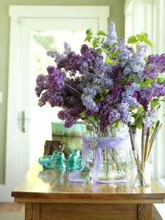 How to make a cute vase using chicken wire!
