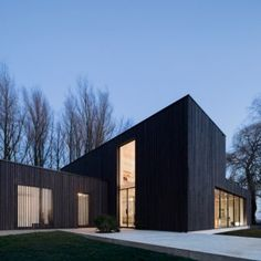 Huize+Looveld+is+a+blackened+timber+house++built+on+the+site+of+a+razed+farmstead