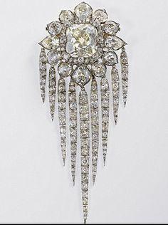Diamond Brooch Owned By Queen Elizabeth