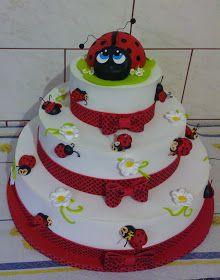 bolo de joaninha em e.v.a com topo do bolo joaninha 3d no jardim