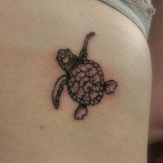 Baby sea turtle #cute #tattoo #tattooforgirls #cutetattoo #turtle #seaturtle #inkbymeldredd #linework #dotwork #tusch #tatouage #ink
