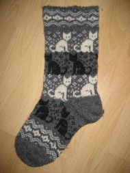 Rakkaat kisuvillikset Wool Socks, Knitting Socks, Knitting Stitches, Hand Knitting, Knitting Designs, Knitting Projects, Knitting Patterns, Norwegian Knitting, Socks