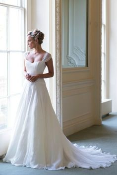 Dahlia #wedding #dress #vintage Naomi Neoh 2014 collection. Pinning just because it's pretty!