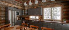 Huvila Taavetin keittiössä on taitavasti yhdistelty moderni keittiö hirsipuun kanssa. http://villada.fi/huvila-taavetti/
