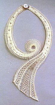 joyas - šperky - heli - Álbuns da web do Picasa Lace Jewelry, Textile Jewelry, Jewellery, Bobbin Lacemaking, Bobbin Lace Patterns, Lace Heart, Crochet Needles, Lace Making, Needle Lace